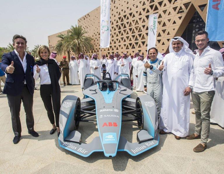 Formula E | Felipe Massa inaugura l'ePrix di Riyadh girando nelle strade della capitale con la Gen2