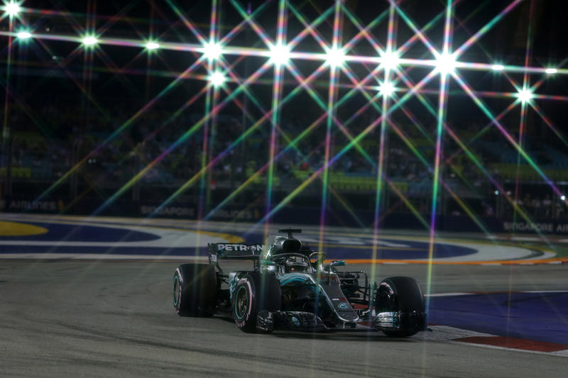 F1 GP Singapore, qualifiche: Hamilton imprendibile, sua la pole davanti a Verstappen