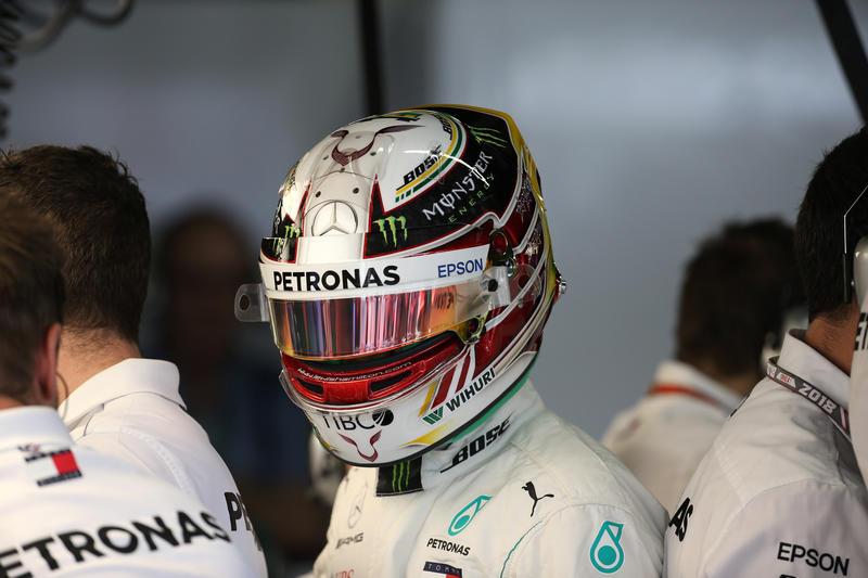 Verstappen dà spettacolo Ma in Brasile vince Hamilton