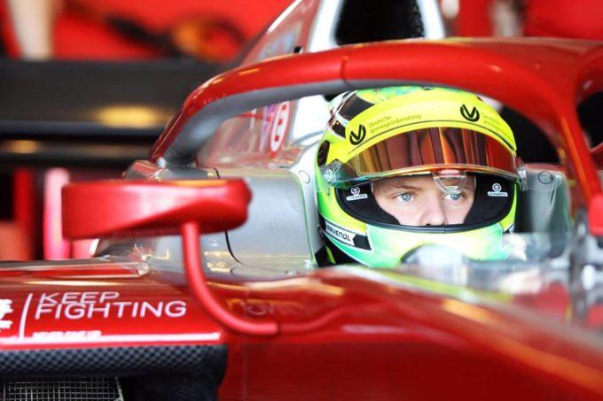 F1, Mick Schumacher show: batte Vettel alla Race of Champions