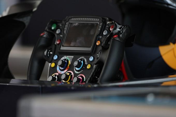 F1   Tecnica in pillole: il volante di Max Verstappen