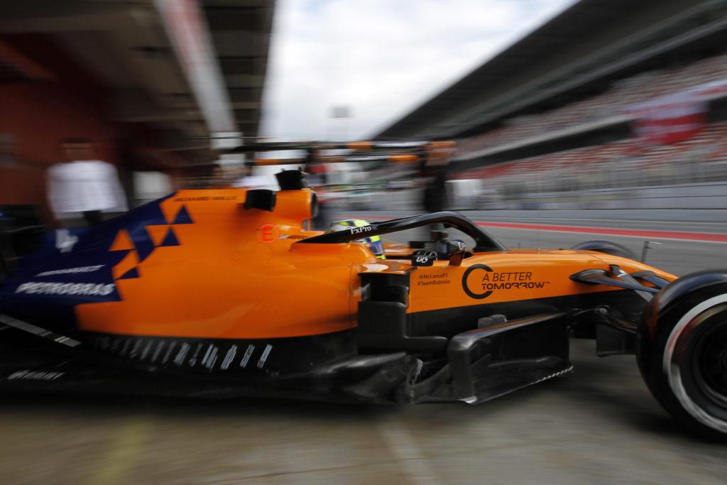 Formula 1 | McLaren, Norris e Sainz in pista per un filming day con la MCL34