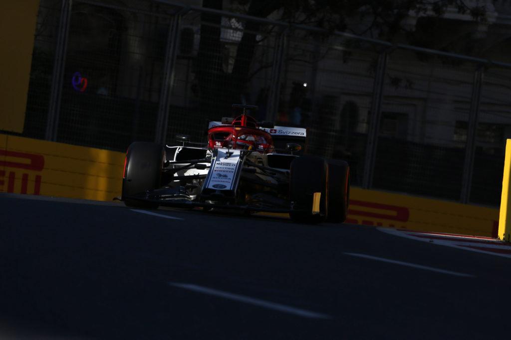 Alfa Romeo: l'ala di Raikkonen flette troppo, anche Kimi parte dalla pitlane
