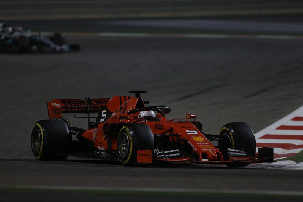 "F1 | Hamilton: ""Capita a tutti di sbagliare, Vettel si riprenderà e tornerà a spingere"""