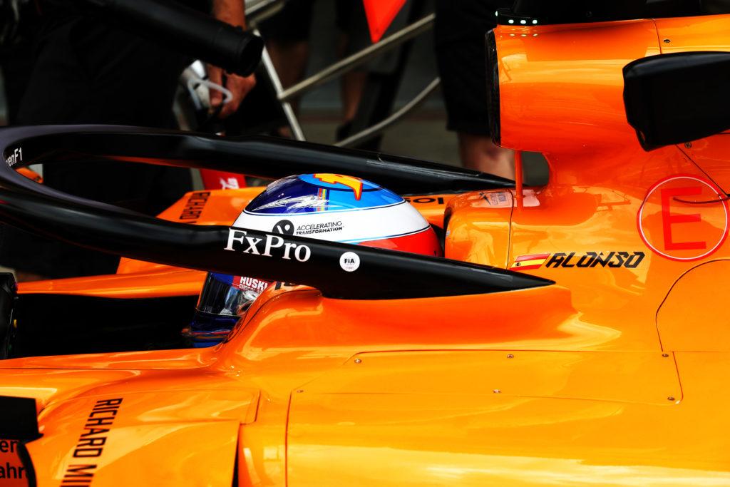 F1 | McLaren, Fernando Alonso in pista con la nuova MCL34 [VIDEO]