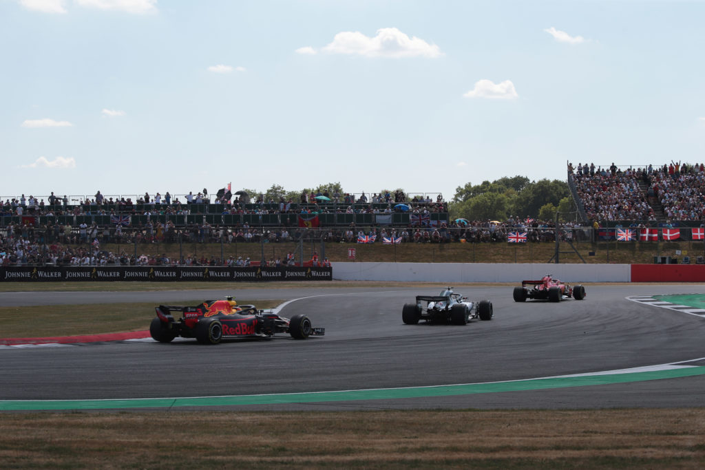 Formula 1 | GP Regno Unito, procedono i lavori a Silverstone per la posa del nuovo asfalto