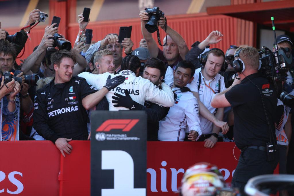 F1 | Hamilton smentisce le voci sul passaggio alla Ferrari