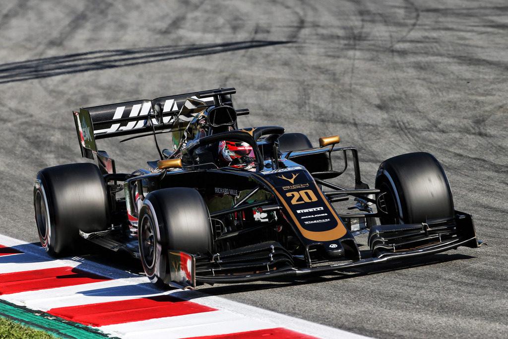 F1 | Test Barcellona: Magnussen comanda la mattina