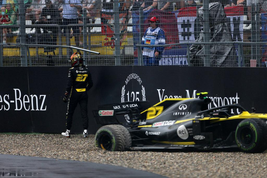 Momentaccio Renault: un camion del team F1 finisce fuori strada in Ungheria