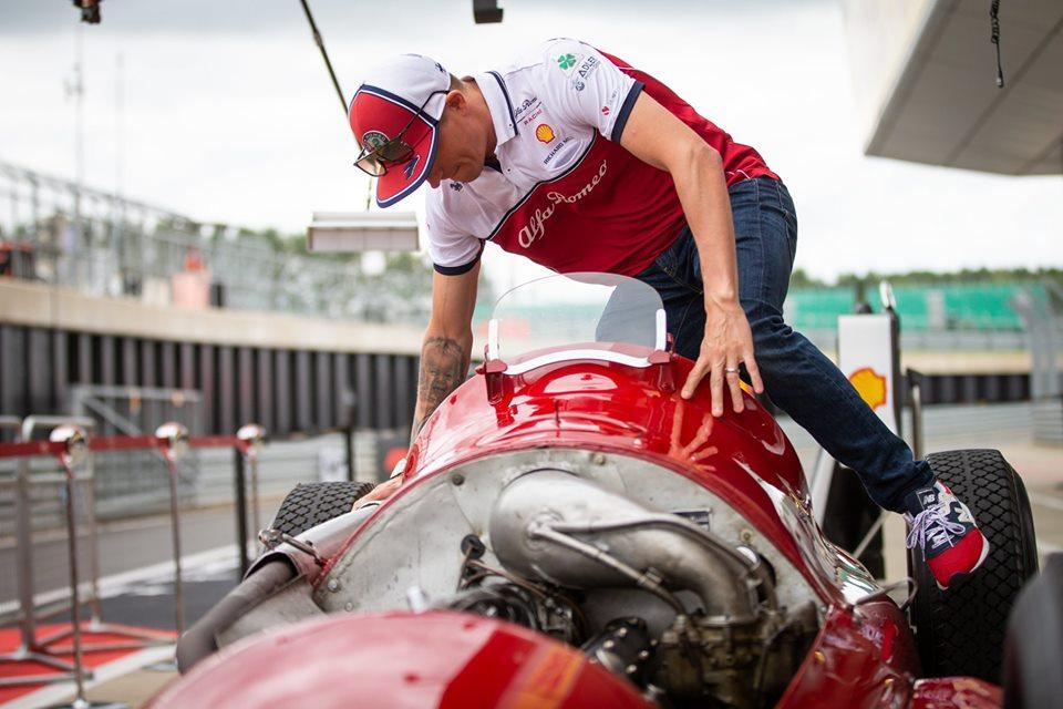 Formula 1 | GP Gran Bretagna, Raikkonen in pista con l'Alfetta 159 nella Drivers' Parade
