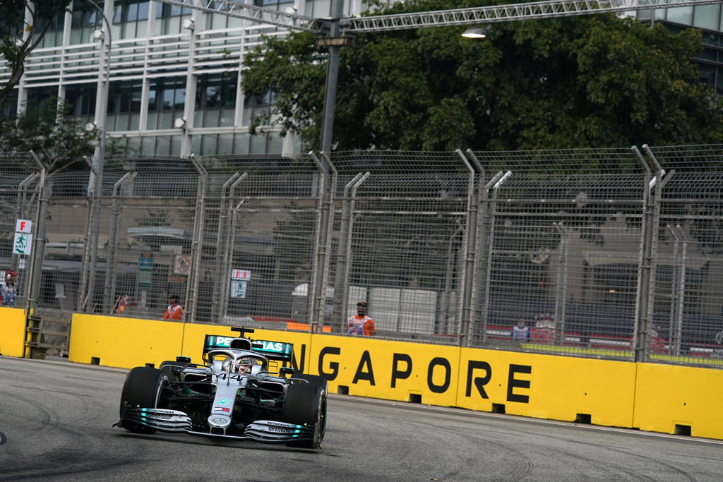 F1 | GP Singapore Libere 2: Hamilton chiude al comando