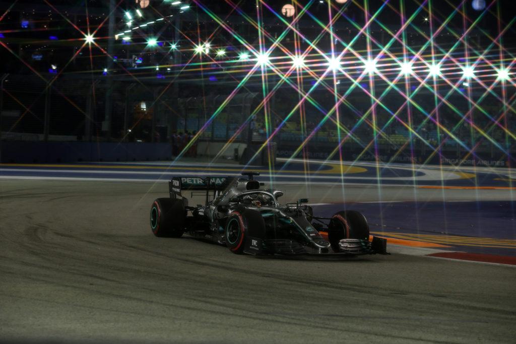 "F1 | Mercedes, Hamilton: ""Singapore è uno shock: è come avere una sauna in macchina"""
