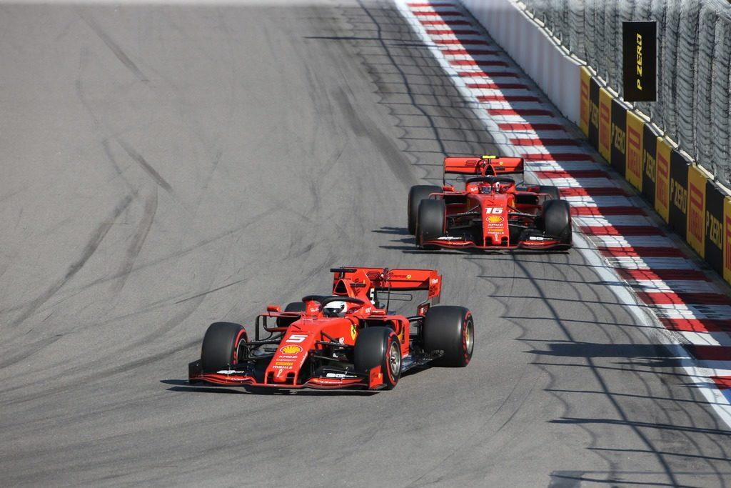 Insalata Russia – Superbia Ferrari, i pianti di Leclerc, le follie su Vettel e la coppia scoppiata