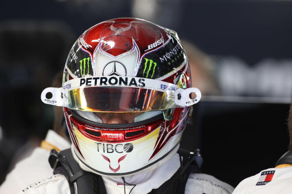 Hamilton sale per la sesta volta sul tetto del mondo