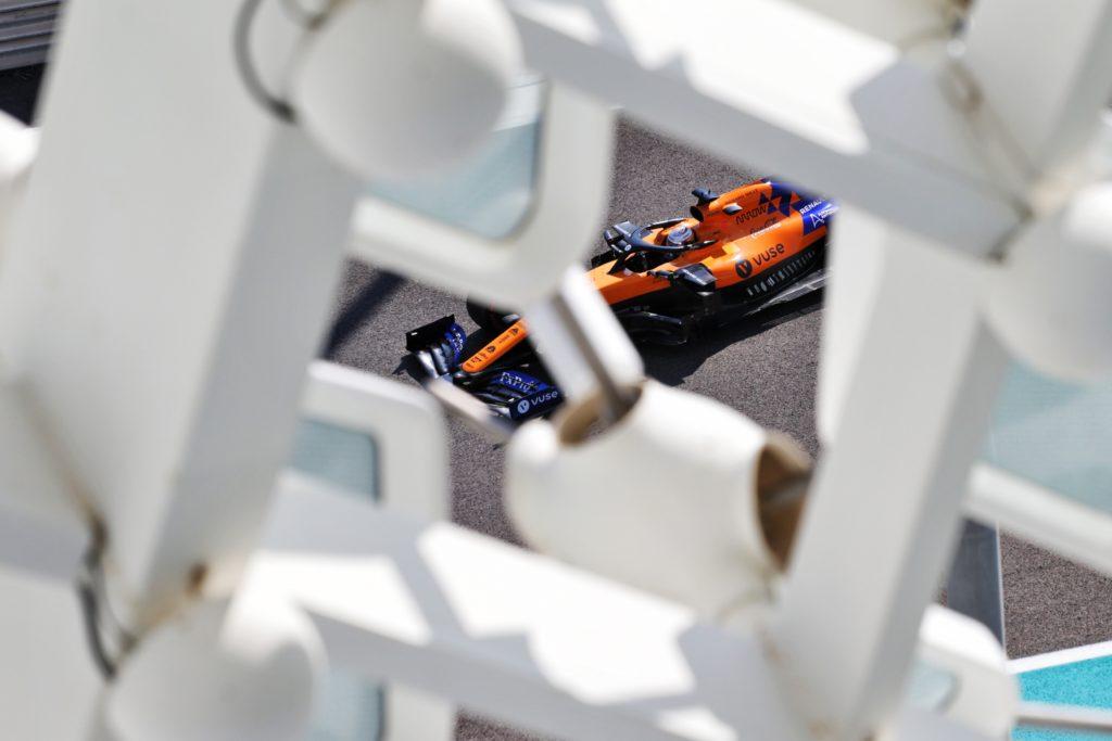 F1 | McLaren, Sainz e Norris fuori dalla top ten dopo le prove libere di Abu Dhabi