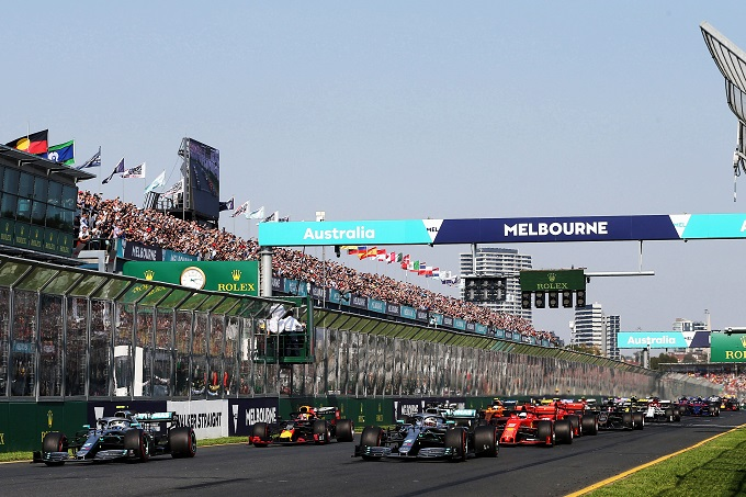 F1 | Incendi Australia, all'asta diversi accessori dei piloti