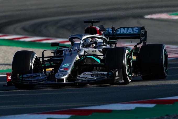 Formula 1, Hamilton e lo strano movimento del volante della Mercedes
