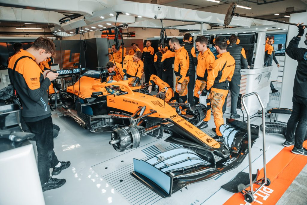 F1 | McLaren MCL35, Sainz e Norris in pista per una sessione di filming day [VIDEO]