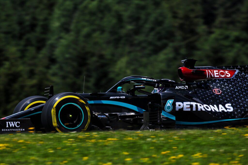 F1 | GP Austria, tre posizioni di penalità in griglia per Lewis Hamilton