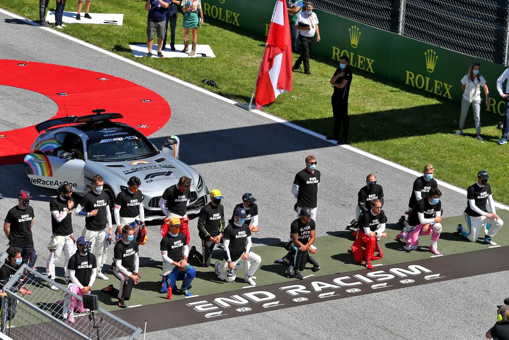 """F1   Ricciardo: """"Capisco perché alcuni non si sono inginocchiati"""""""