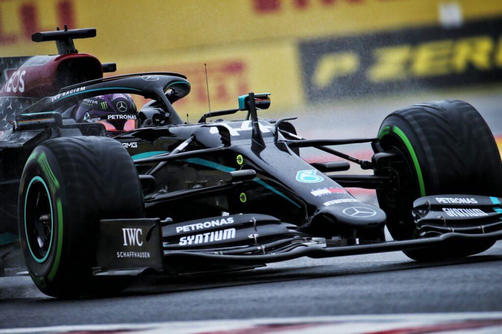 Mercedes ha ammazzato la F1 e umiliato la Ferrari, ma non si può andare avanti così