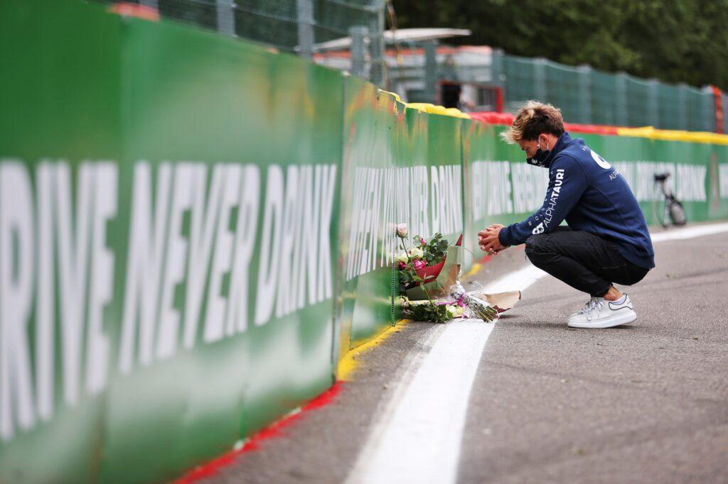 F1 | Spa, mazzi di fiori ad omaggiare Anthoine Hubert all'uscita del Raidillon