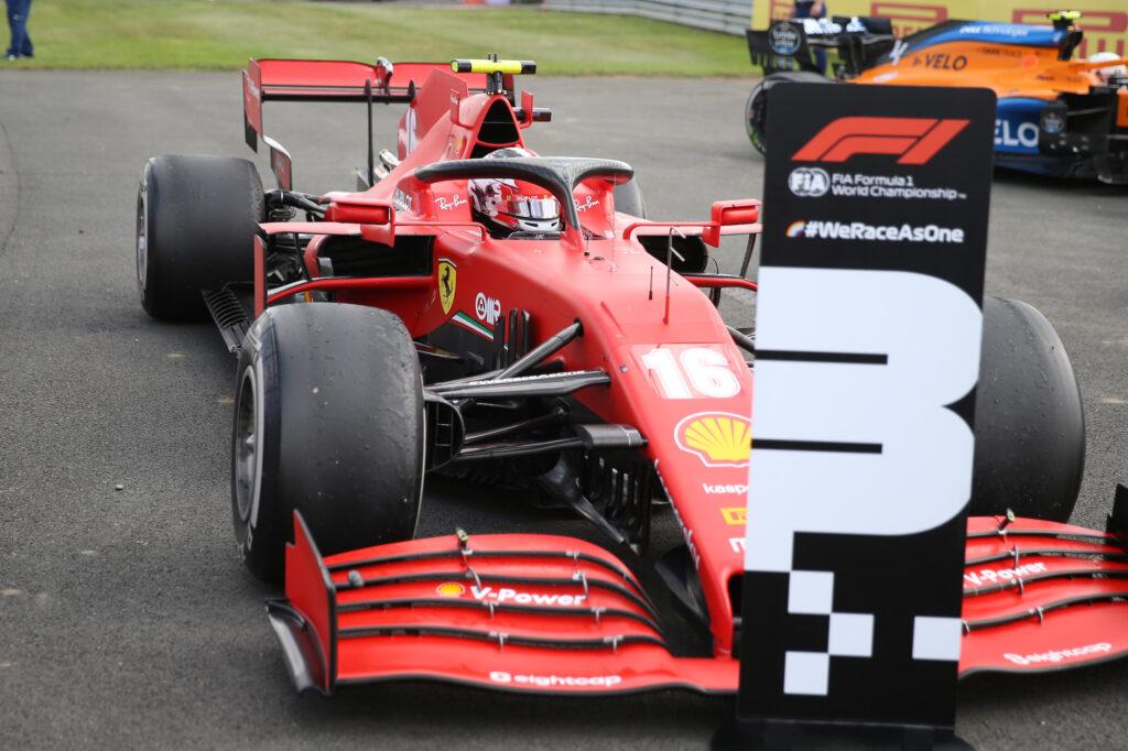 F1   Ferrari, Leclerc sul podio a Silverstone in un finale rocambolesco