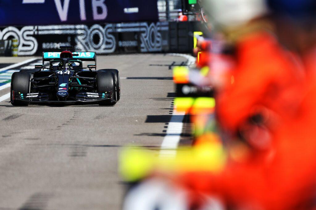 F1 GP Russia, Hamilton penalizzato di 10 secondi: i motivi della sanzione