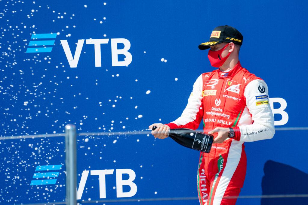 F2 | Mick Schumacher sul podio di gara-2 in Russia