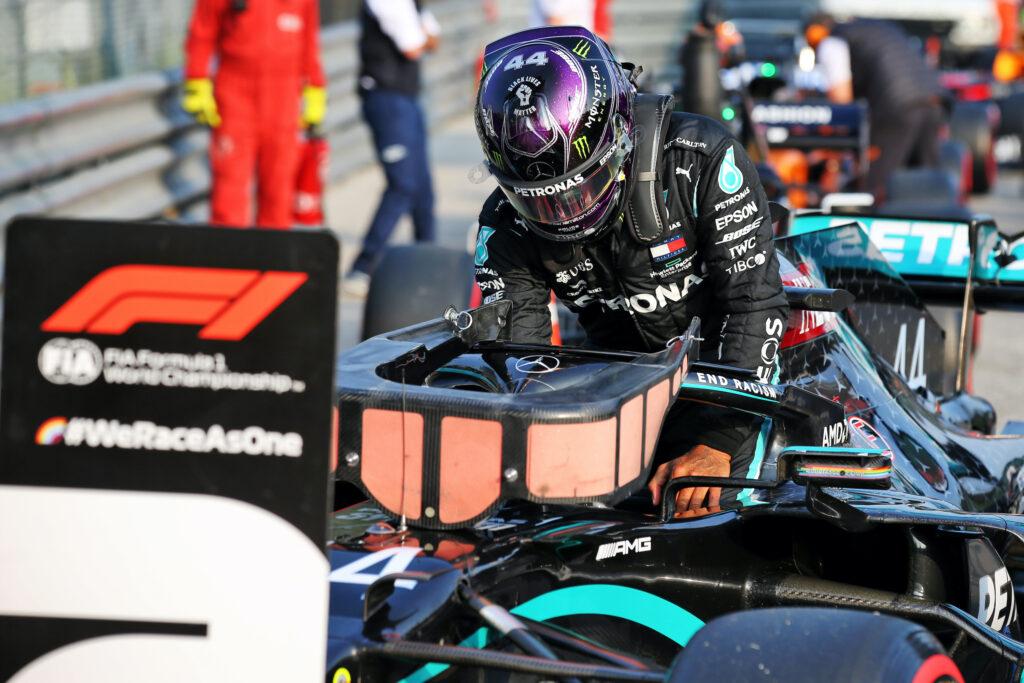 Lewis Hamilton vince anche a Imola. Secondo Bottas, poi Ricciardo
