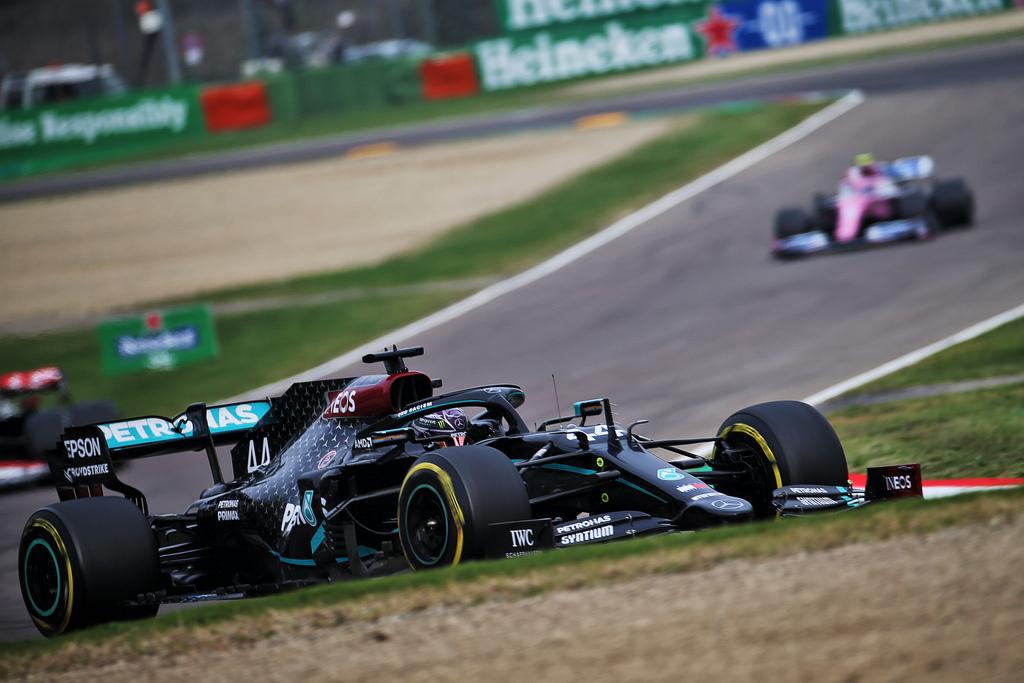 F1   GP Imola: Lewis Hamilton vince e Mercedes è campione del mondo