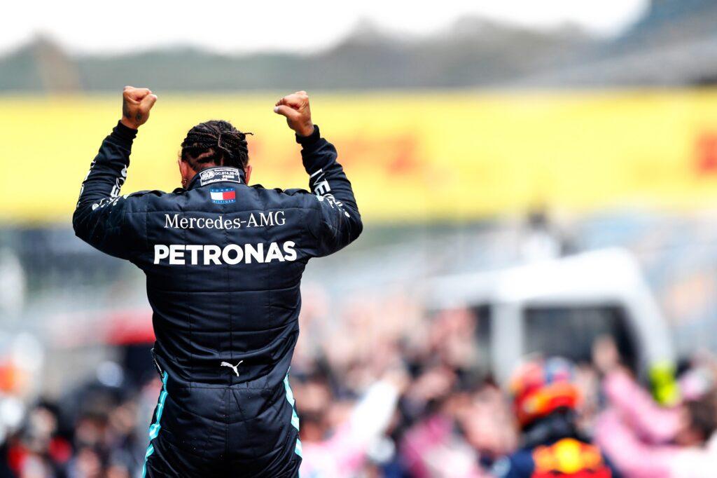 F1 | Hamilton non ha ancora rinnovato con la Mercedes: evidenti problemi nella trattativa