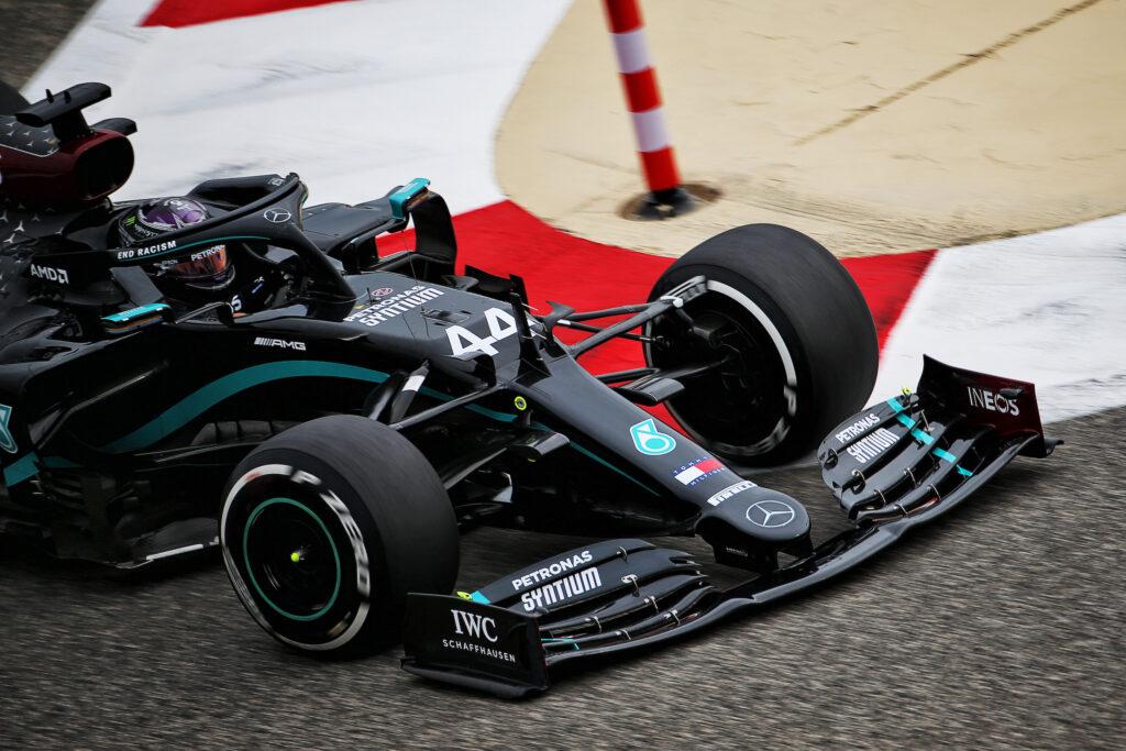 F1 | Mercedes, per i media italiani il rinnovo di Hamilton è una partita a scacchi