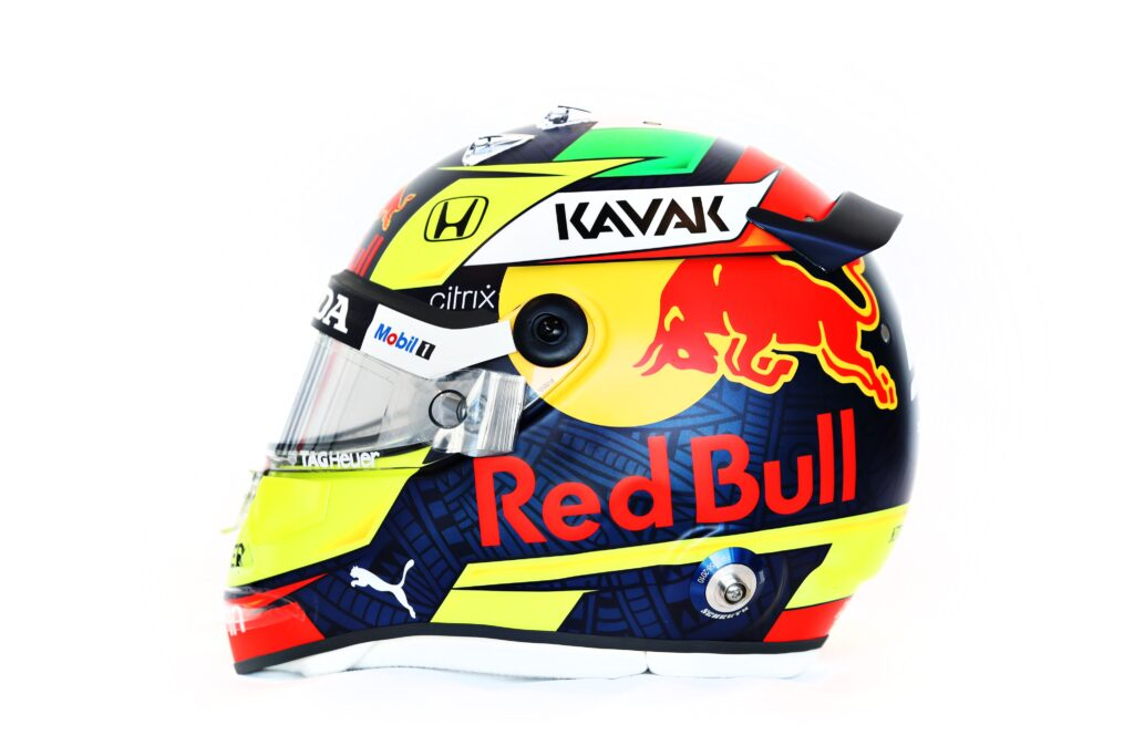 F1 | Il primo casco di Sergio Perez griffato Red Bull [VIDEO]