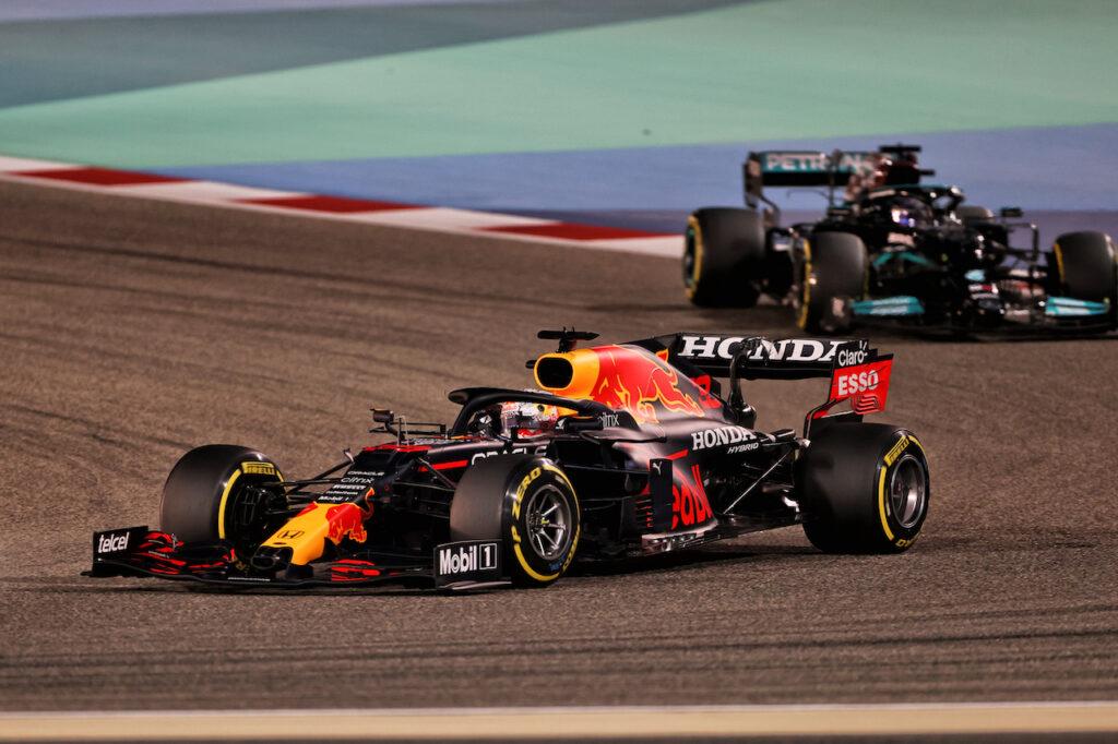 F1 | Verstappen e Hamilton, un gran duello con un epilogo imbarazzante: le vittorie non si regalano