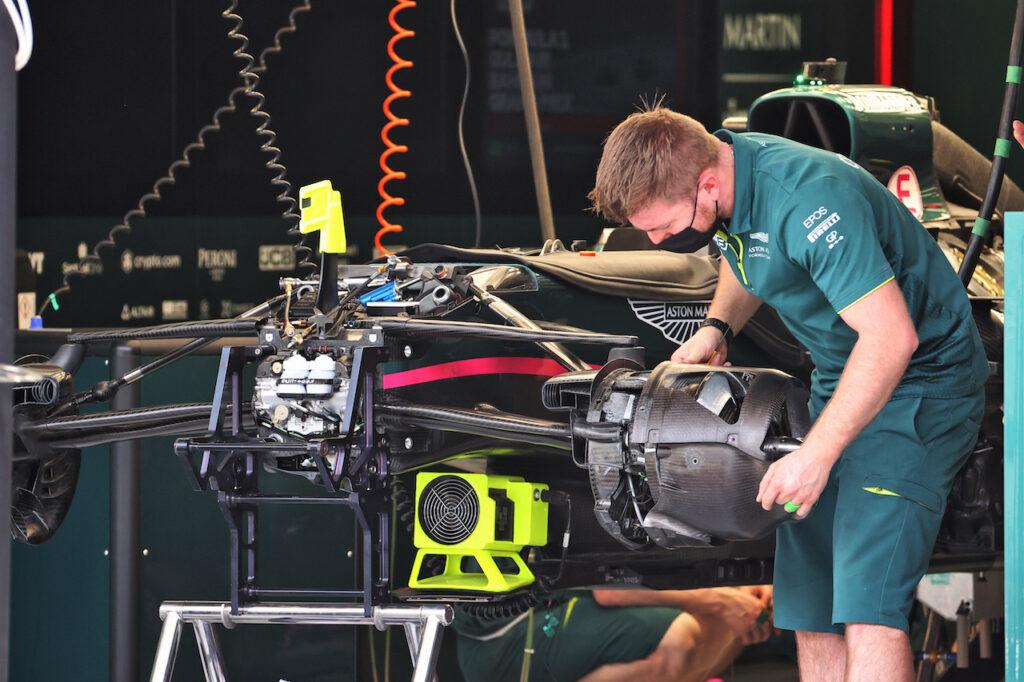 F1 | Aston Martin, due membri della squadra positivi al test del Covid19