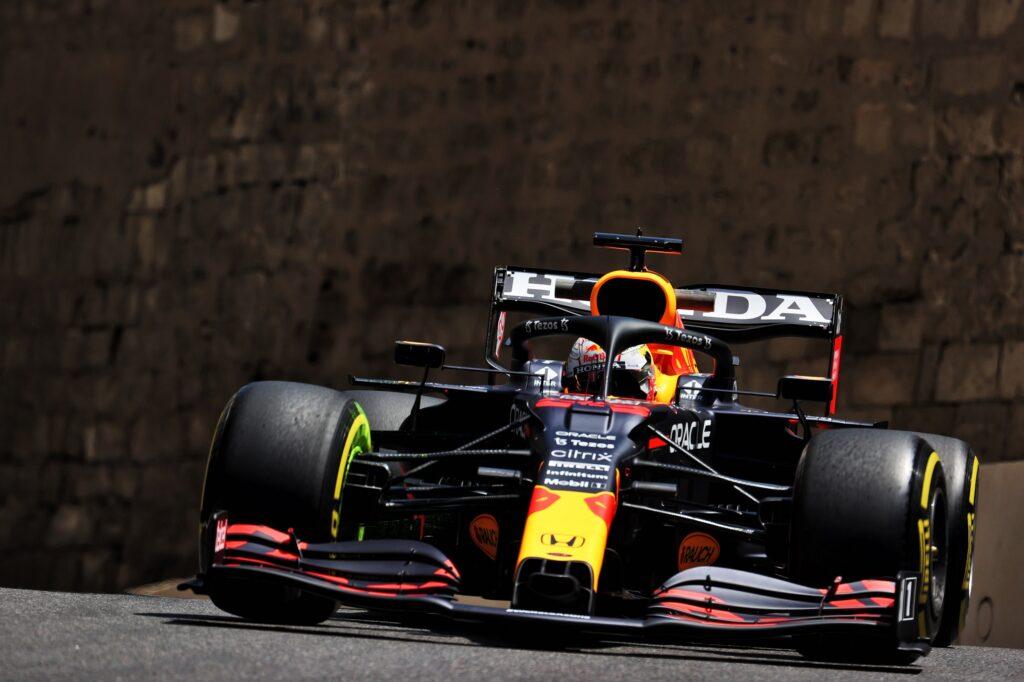 F1 | Analisi libere a Baku: la Red Bull vola anche con Perez, Ferrari da rivedere sul passo gara
