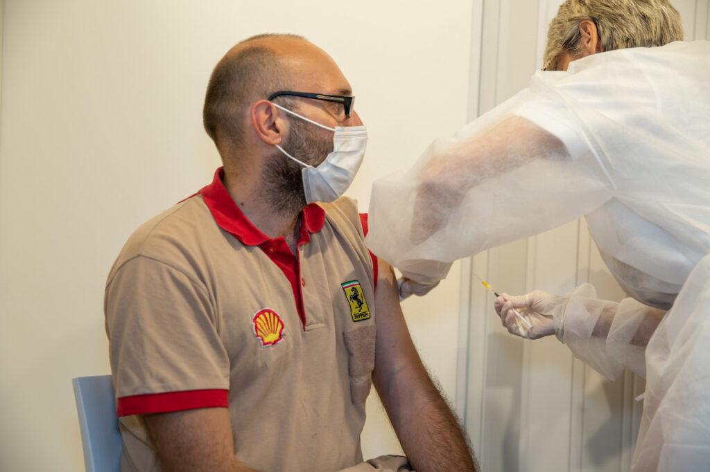 Ferrari partecipa alla campagna vaccinale anti Covid-19 per i lavoratori