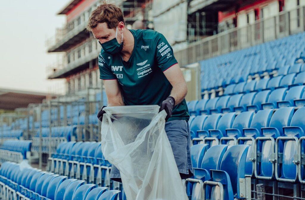 F1   Silverstone, Vettel pulisce le tribune dopo il Gran Premio [FOTO]