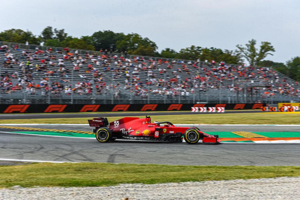 F1 | Ferrari, Sainz e Leclerc chiudono le FP1 in settima e undicesima posizione