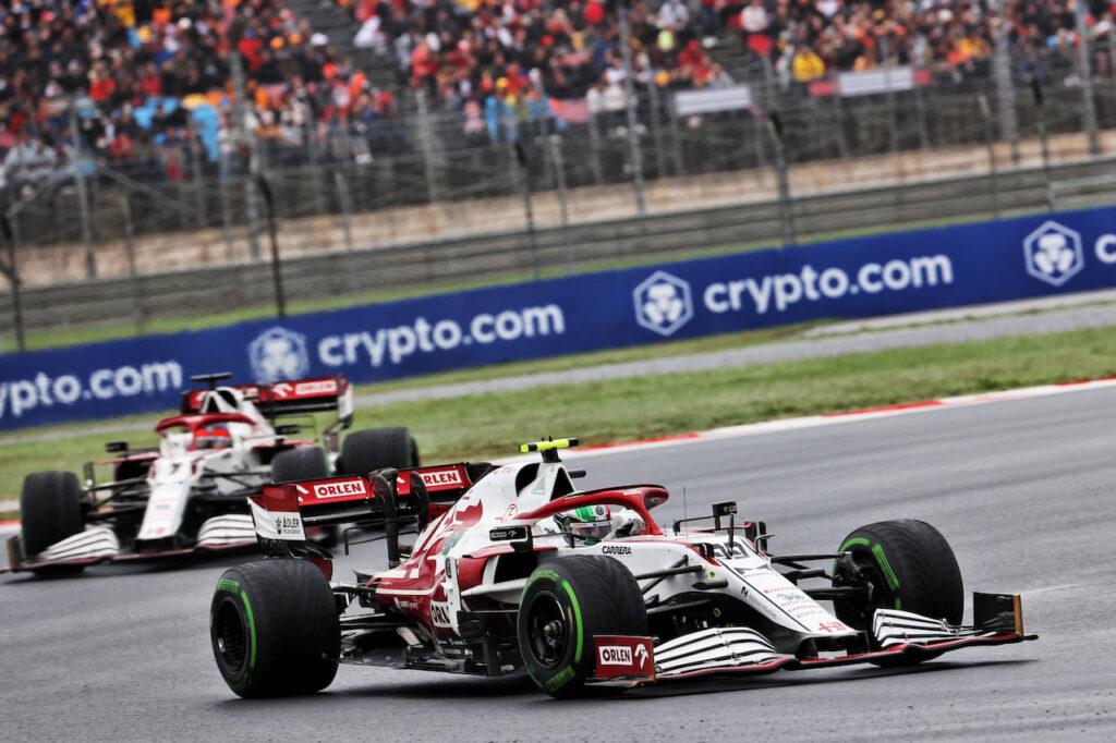 """F1   Alfa Romeo, tensione con Giovinazzi: """"Non ha dato strada a Kimi"""""""