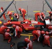 L'arrivo della squadra Ferrari a Spa